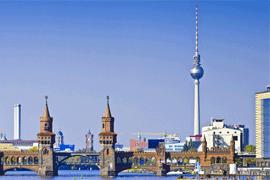 Panorama mit Oberbaumbrücke in Berlin © draghicich - Fotolia.com
